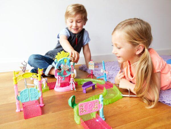 Barbie parti e vai - Parti e Vai Luna Park, bambola e pony inclusi e pezzi componibili - FHV70 12+ Anni, 3-5 Anni, 5-8 Anni, 8-12 Anni Femmina Barbie ALTRI