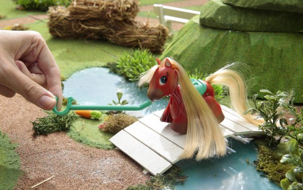 Pet Parade Pony Parade, Blister Singolo, Pony Razza Shetland, Marrone Chiaro - PET PARADE - Personaggi collezionabili