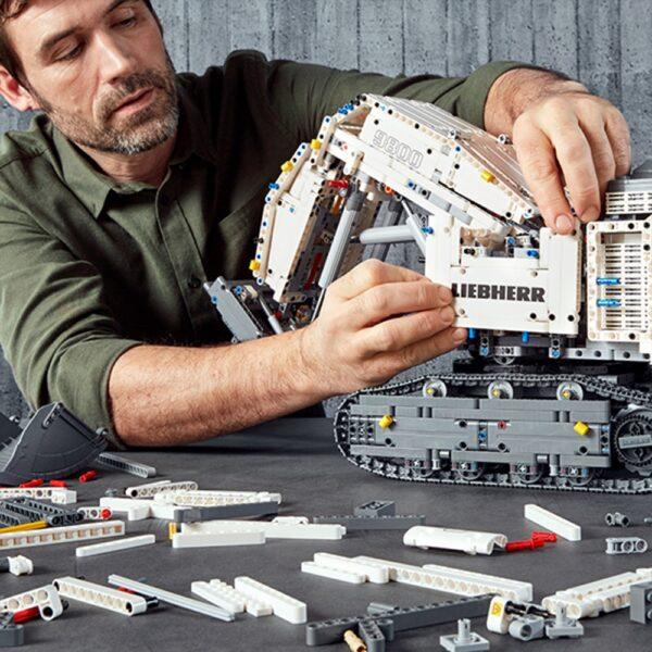 LEGO TECHNIC  LEGO TECHNIC - Escavatore Liebherr R 9800 - 42100