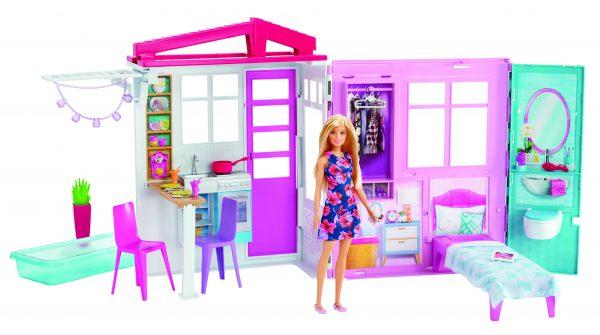 Barbie - Loft con Bambola, Casa a 1 Piano, Portatile con Piscina e Accessori