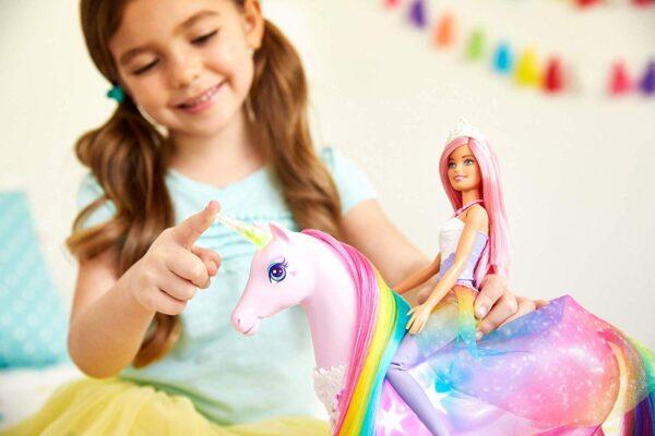 Barbie- Dreamtopia Playset con Bambola e Unicorno Grande Che Si Illumina con Chioma da Pettinare