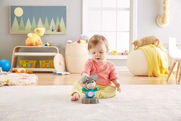 Fisher-Price- Parlamici Baby Alce Dondolina Giocattolo Educativo con Luci, Suoni e Musica per Stimolare Il Bambino - Giochi musicali