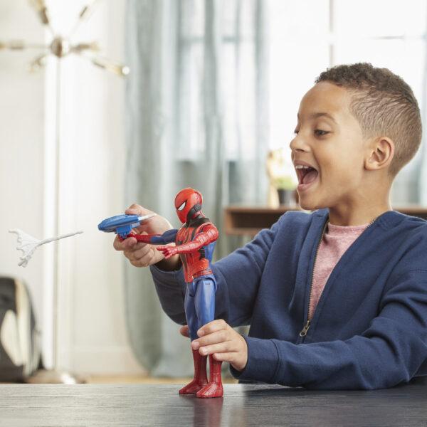 Spider-Man - Spider-Man 30cm con Blaster Titan Hero Blast Gear