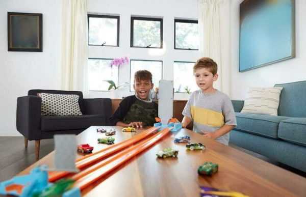 Hot Wheels Piste Action Playset, Assortimento    Hot Wheels