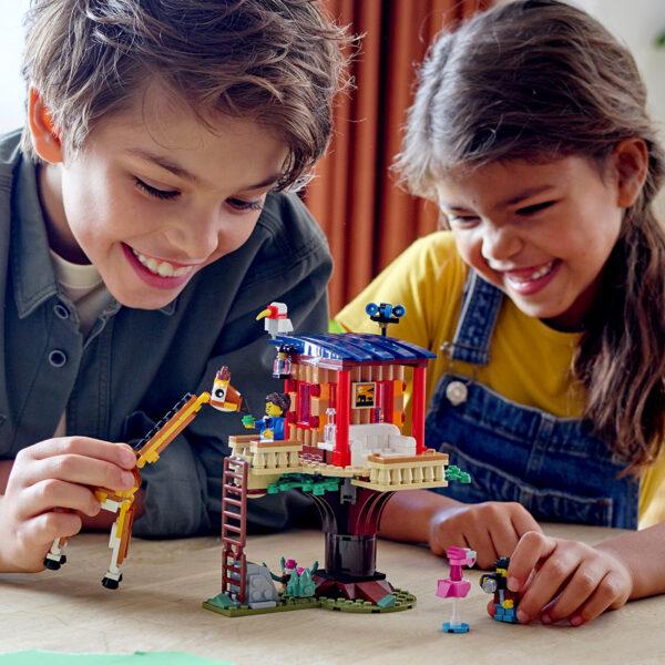 LEGO Creator 3 in 1 Casa sull'Albero del Safari, Biplano e Catamarano, Giocattoli per Bambini con Barca, Aereo e Leone, 31116    LEGO CREATOR