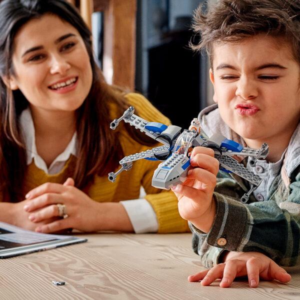 LEGO Star Wars Resistance X-Wing Starfighter, Giocattoli per Bambini 4+ Anni con Minifigure di Poe Dameron, 75297    Lego