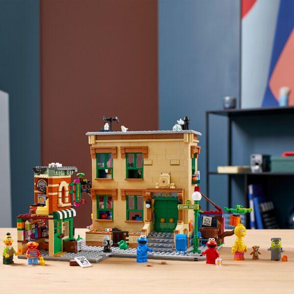 LEGOIdeas123SesameStreet,SetdaCostruzioneperAdulticonFigurediCookieMonster,Elmo,Bert,ErnieeBigBird,21324    Lego