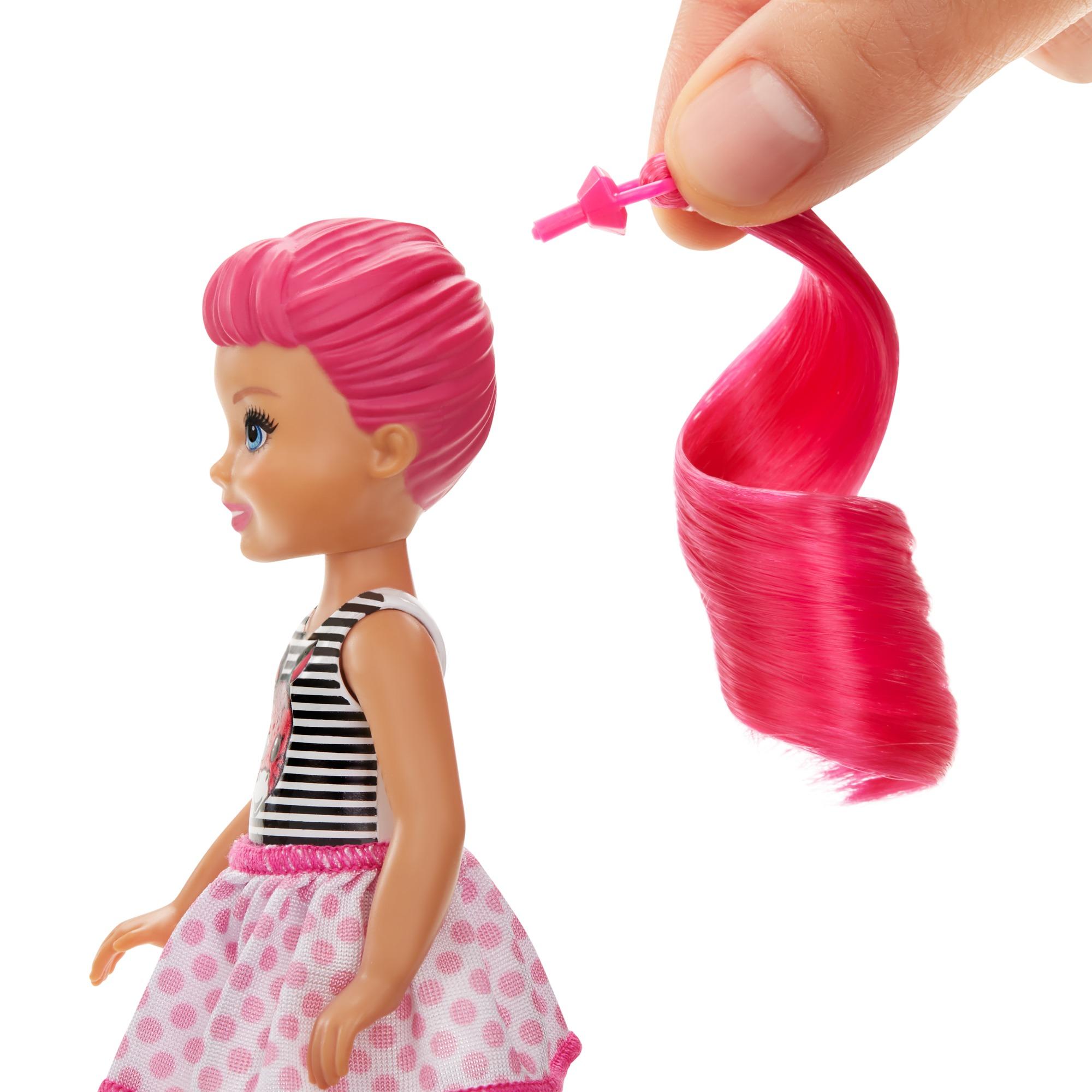 Barbie chelsea color reveal, serie monocolor, con bambola, 6 sorprese e accessori, 3+anni - Barbie