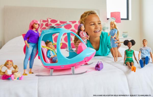 Barbie  Barbie- Dreamhouse Adventures Bambola Bionda con Abito di Jeans e Cintura Rosa, 3+Anni