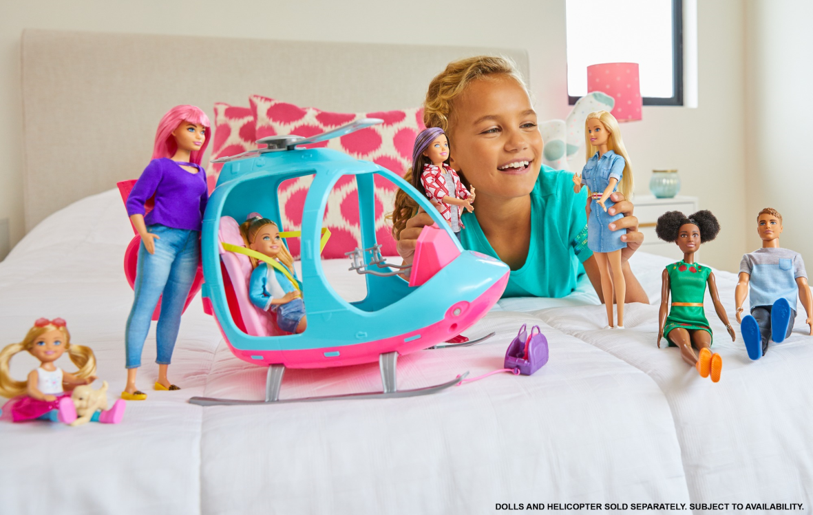 Barbie- dreamhouse adventures bambola bionda con abito di jeans e cintura rosa, 3+anni - Barbie