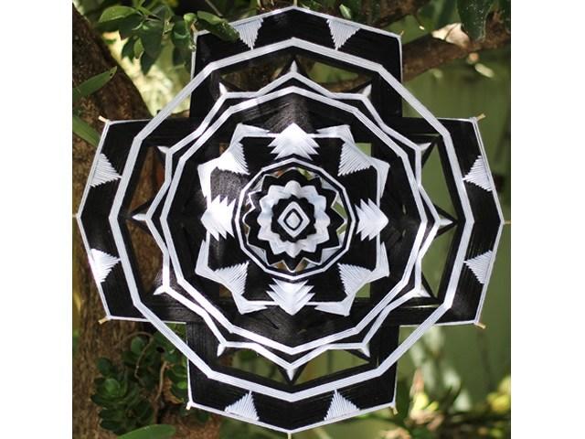 Mandala Branco e Preto - 12 pontas 50cm