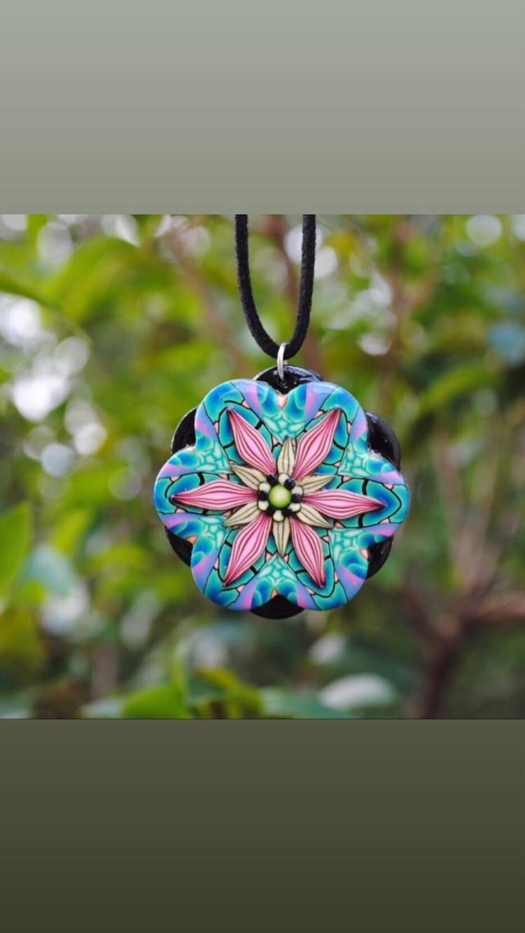 Pingente Neon Flower