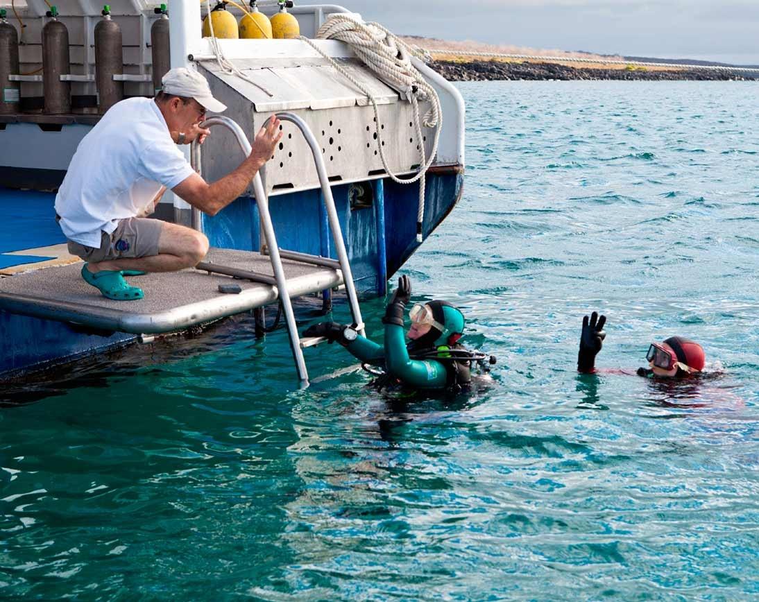 Aggressor Dive    Galapagos Cruises
