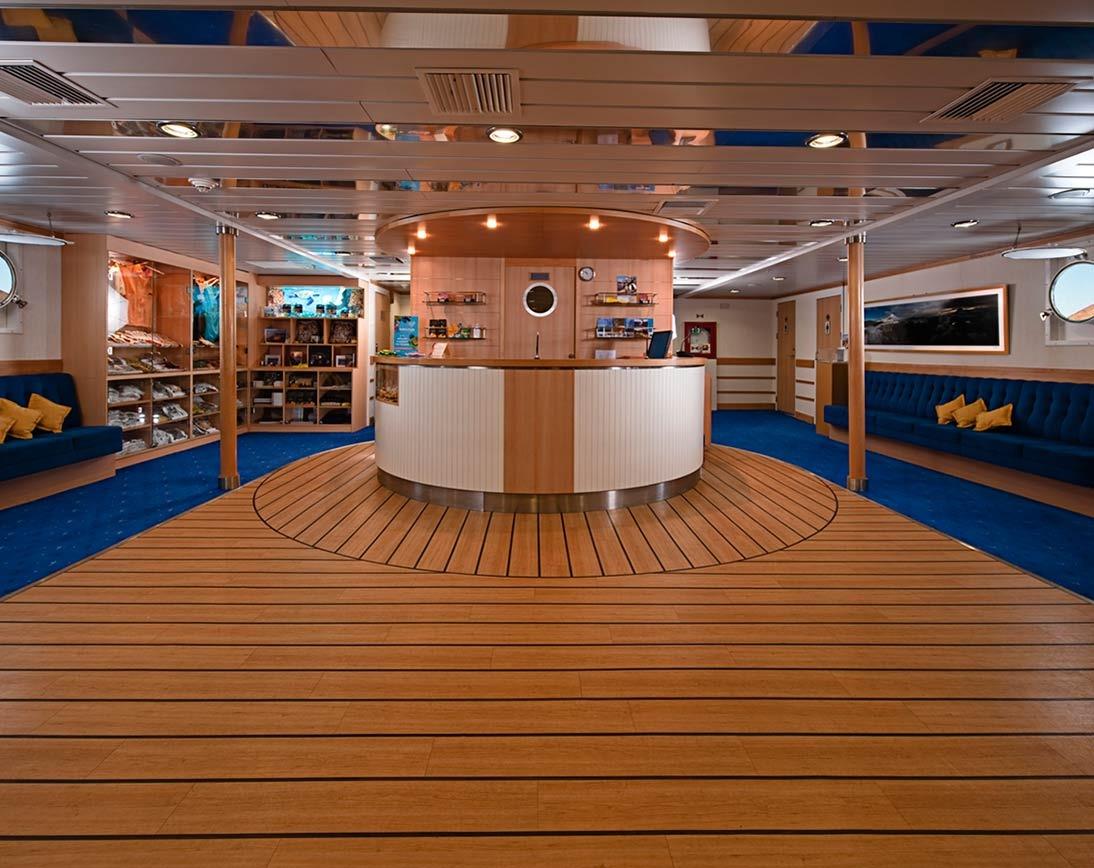 La Pinta    Galapagos Cruises