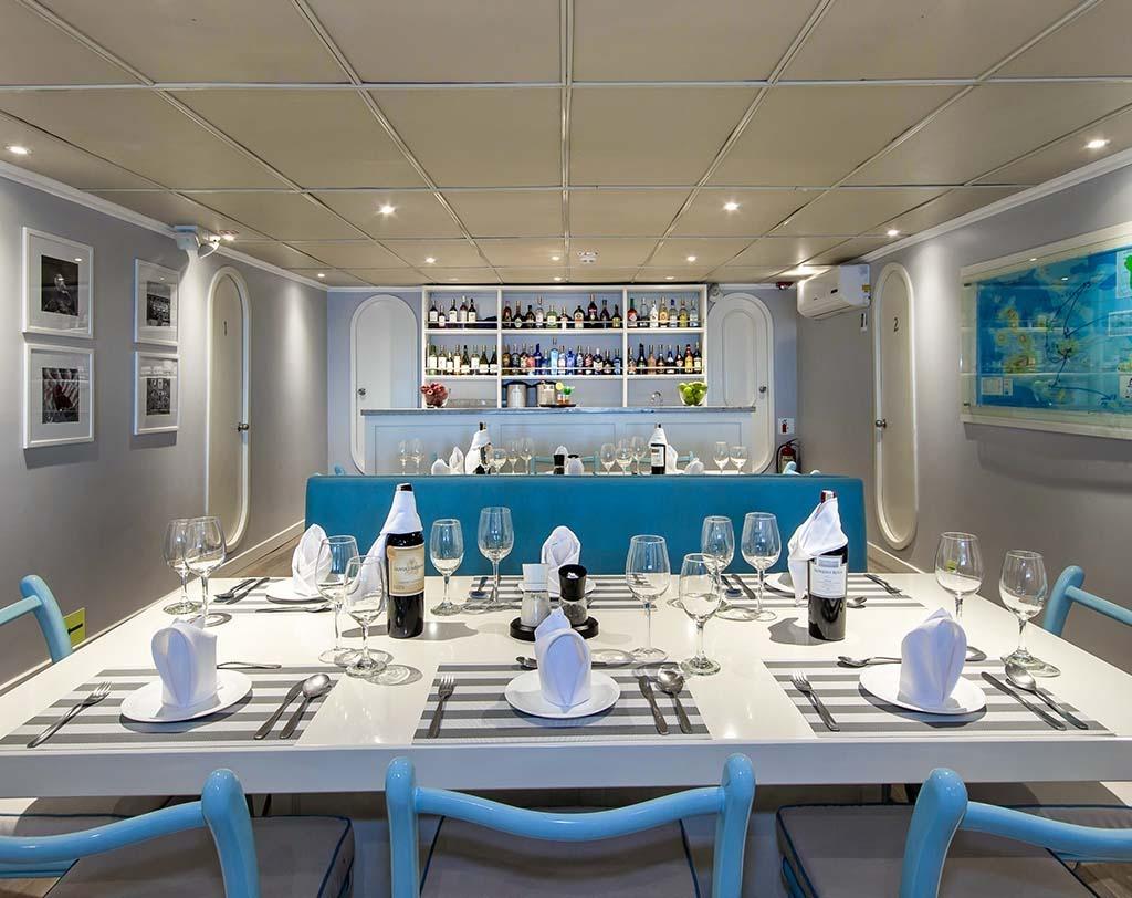 Dining area   Archipel 1 Catamaran
