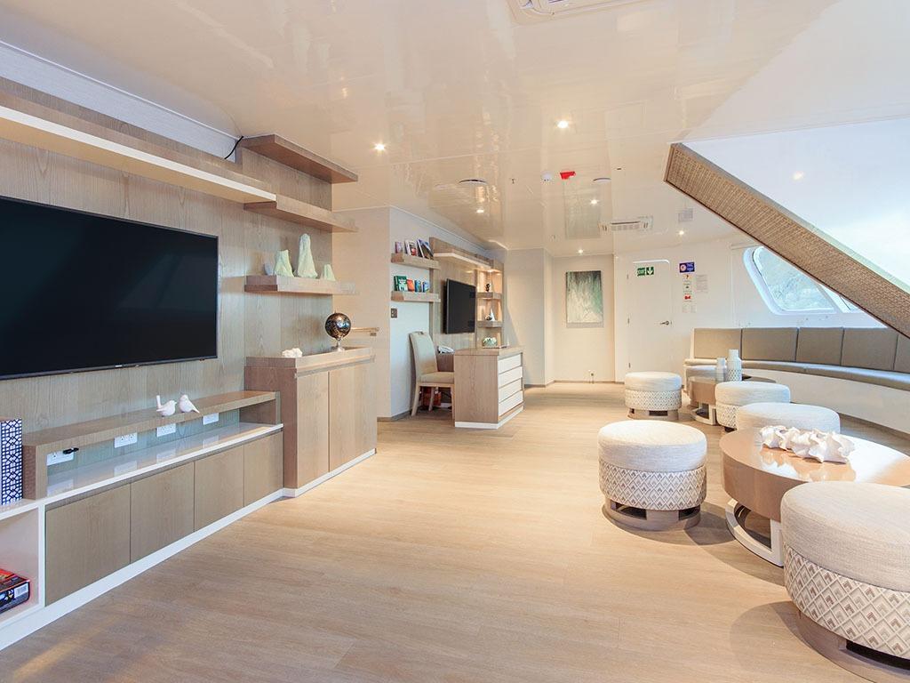 Social area   Endemic Catamaran