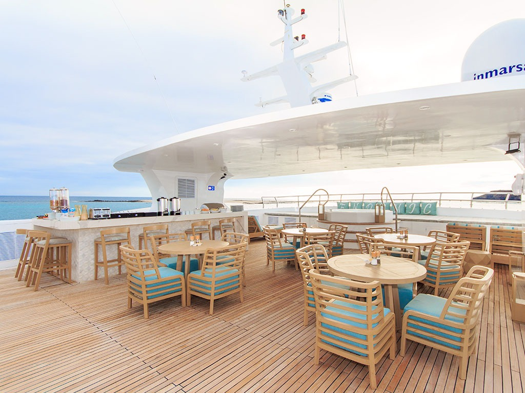 Sky deck   Endemic Catamaran