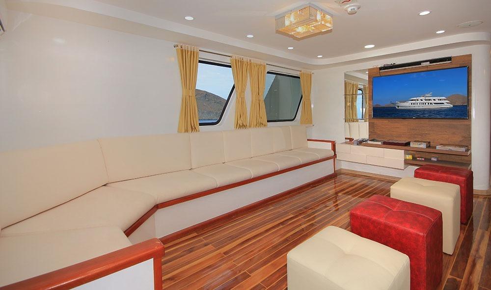 Grand Quen Beatriz | Living Room