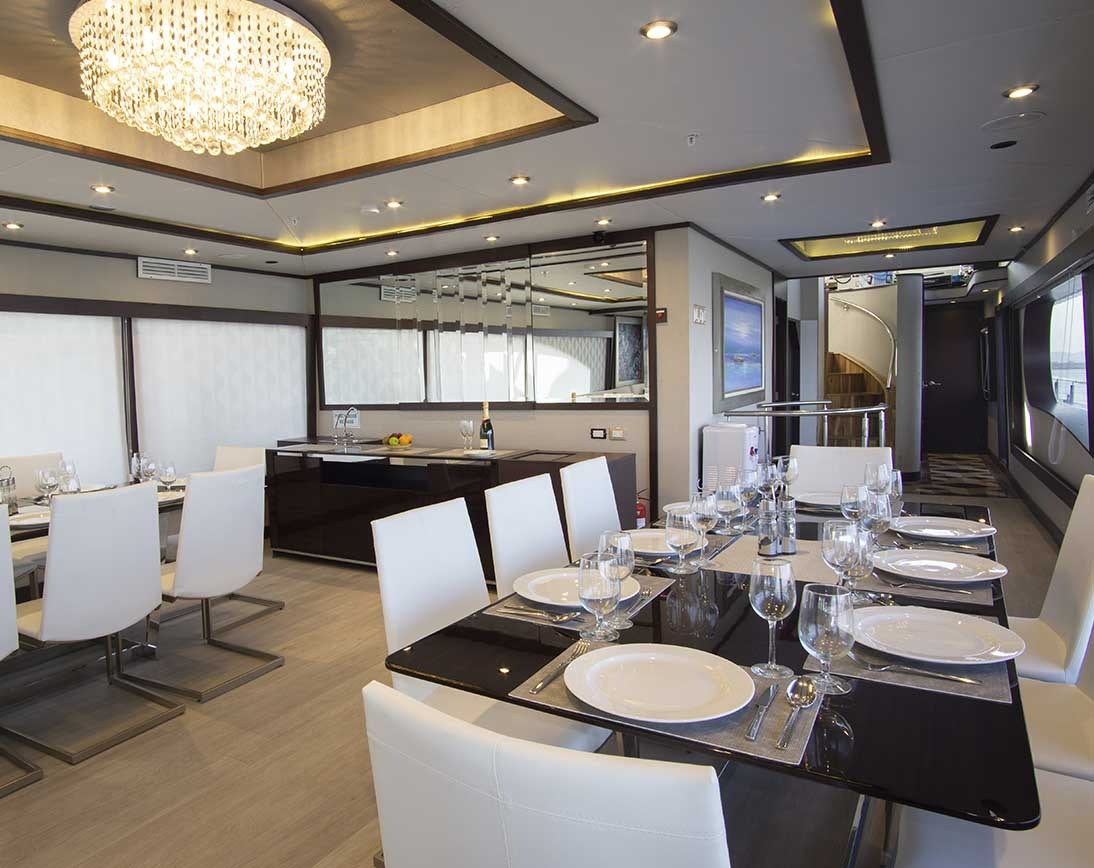 Dining area | Grand Majestic Yacht
