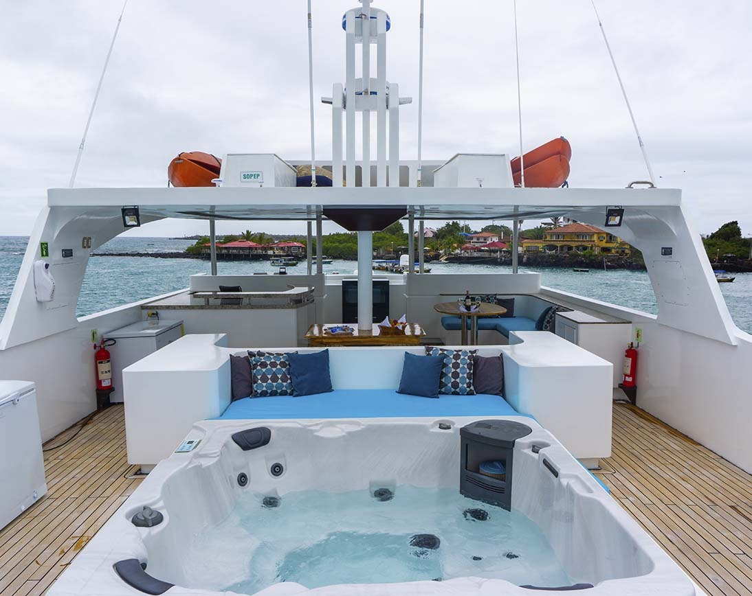 Jacuzzi | Grand Majestic Yacht