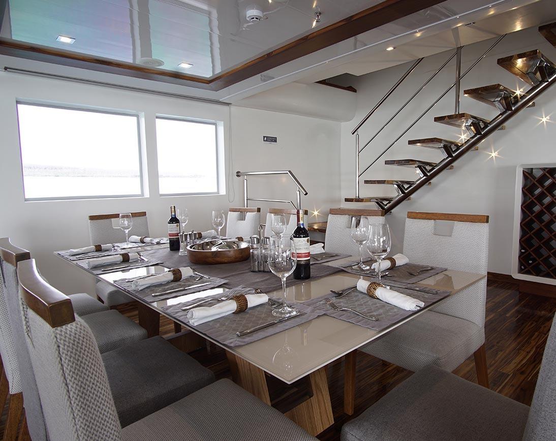 Dining area | Infinity Yacht