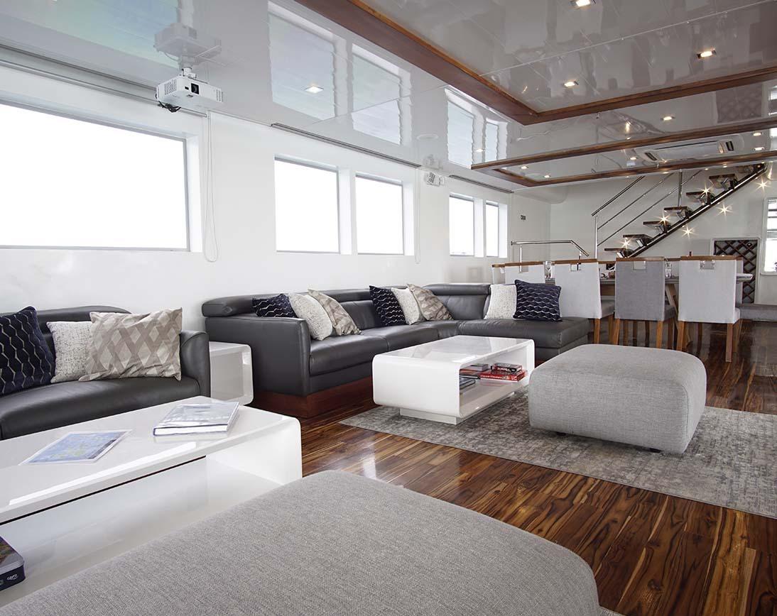Living area | Infinity Yacht