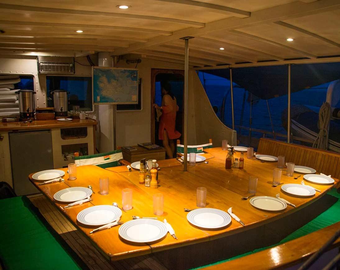 Dining area | Beagle Sailboat