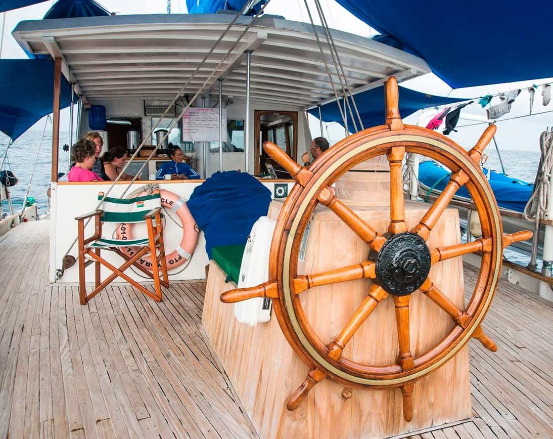 Upper deck | Beagle Sailboat