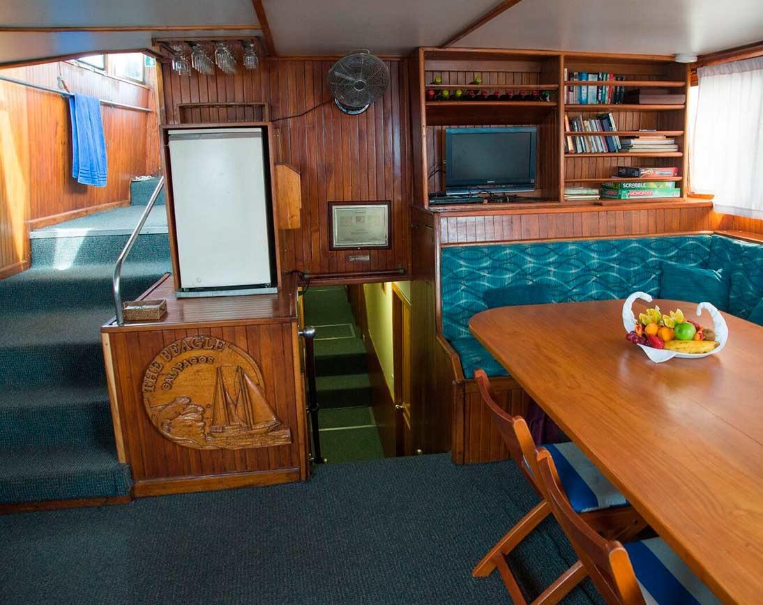 Living area | Beagle Sailboat