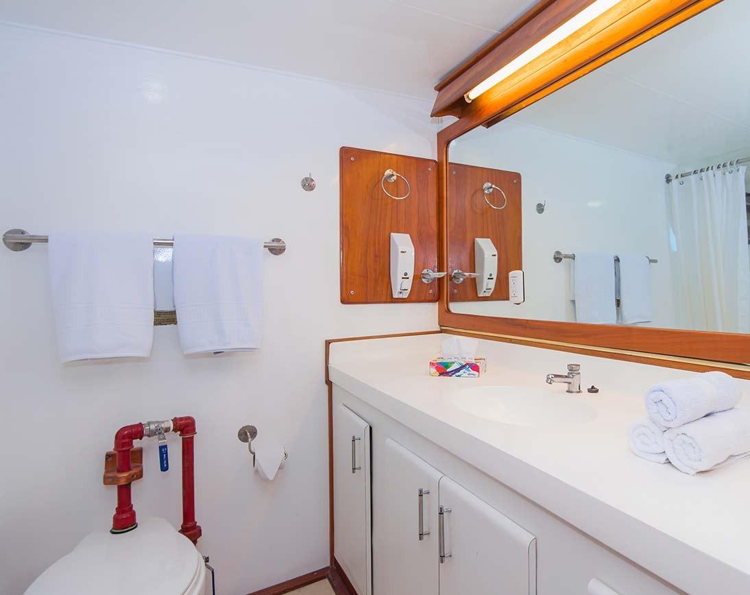 Bathroom   Beluga Yacht