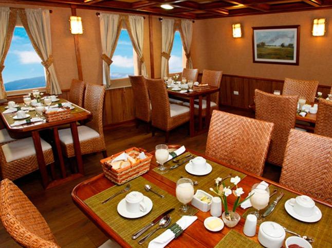 Dining area | Grace Yacht