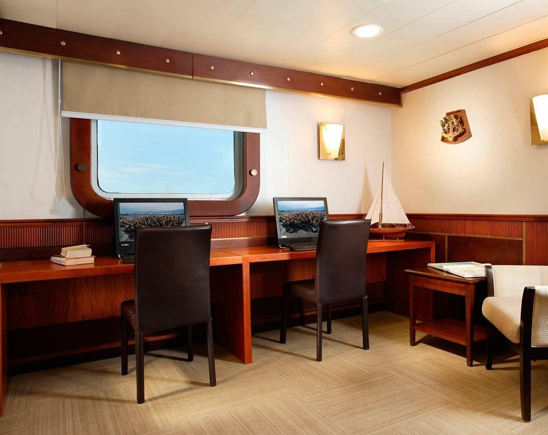 Living area   Isabela II Yacht