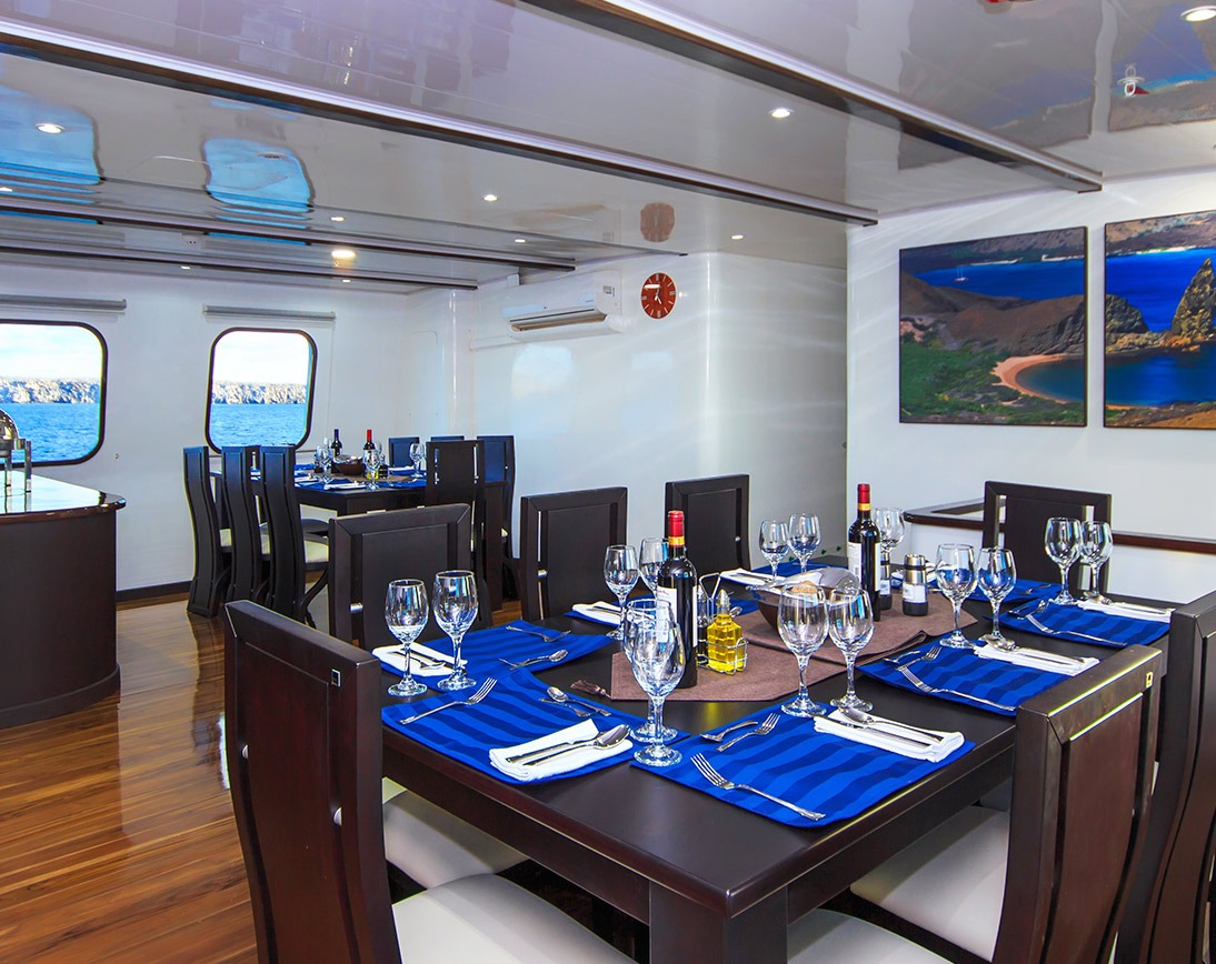Dining area | Natural Paradise Yacht