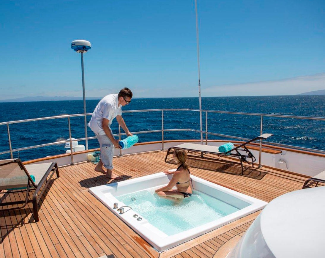 Jacuzzi   Passion Yacht