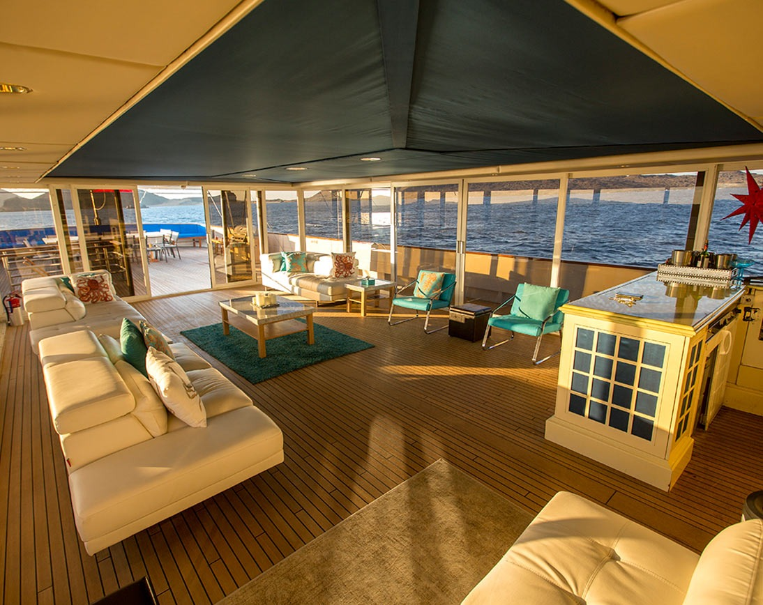 Living area   Passion Yacht