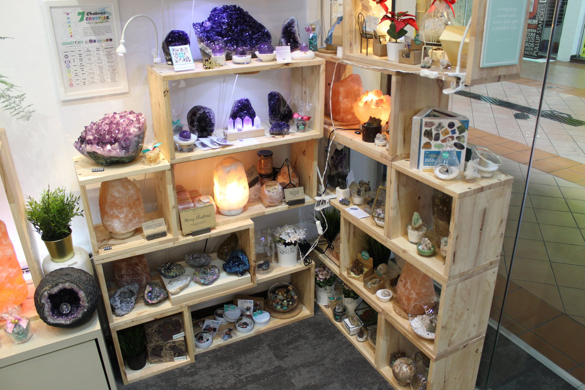 Another corner of the Gemstory shop