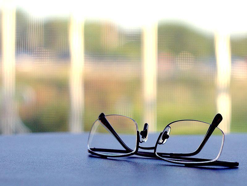 800px-Reading_glasses.jpg