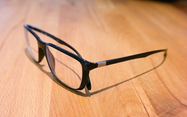 glasses-543117_640.jpg