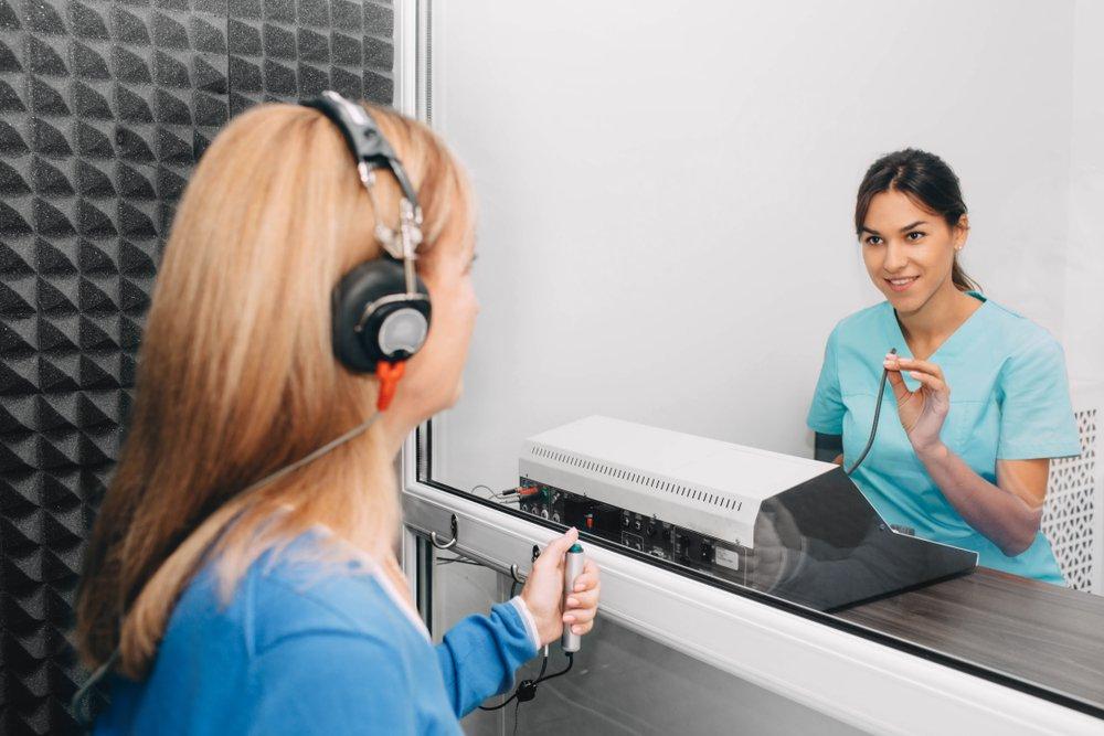 audiologist.jpeg (shutterstock_1208322442.webp)