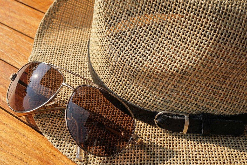 sunglasses-uv-rays-eyecare-protection-sunlight