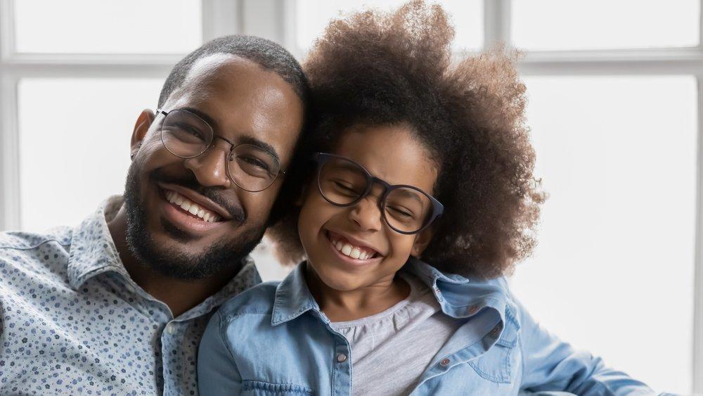 fatherdaughterglasses.jpeg (shutterstock_1687124806.webp)