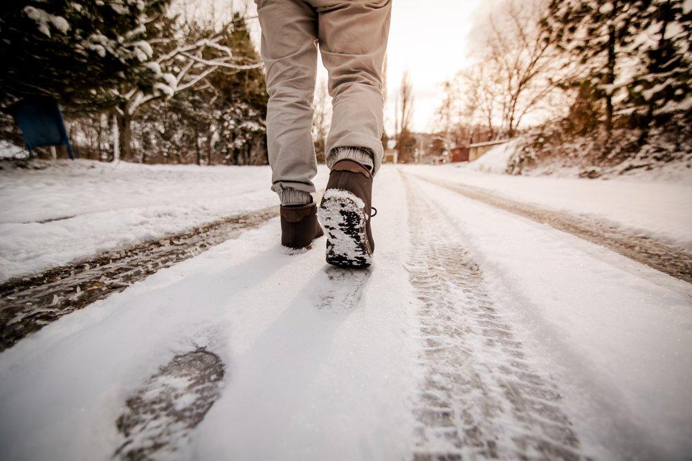 winterfootwear.jpeg (shutterstock_364220204.webp)