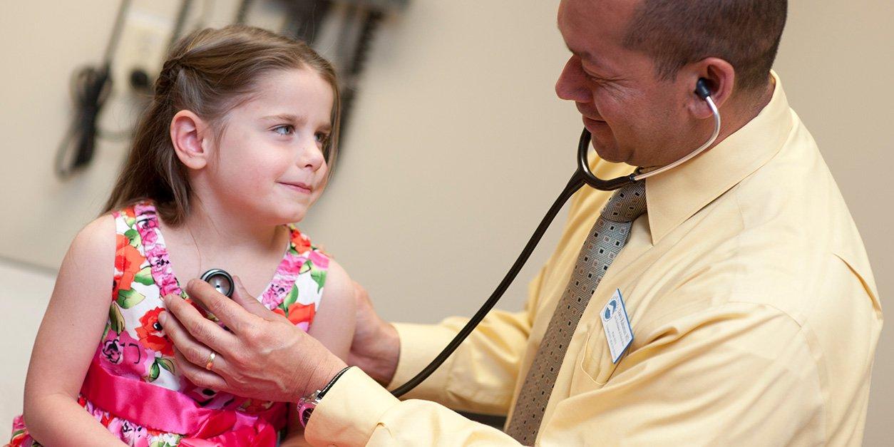 WEB-4_Blog_Choosing_Pediatrician_-_Blog_Image.jpeg (WEB-4_Blog_Choosing_Pediatrician_-_Blog_Image.webp)