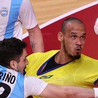 Brasil bate a Argentina por 25 a 23 e segue vivo no handebol