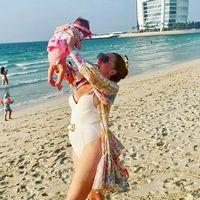 """""""Erster Strandtag"""": Georgina Fleur postet süßes Babyfoto"""