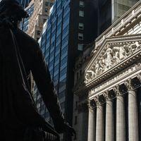 【米国市況】S&P500反落、感染再拡大で-ドルと国債は高い