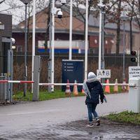 Raad Westerwolde: 'Onaanvaardbaar dat asielzoekers op noodbedden en stoelen AZC Ter Apel moesten slapen'