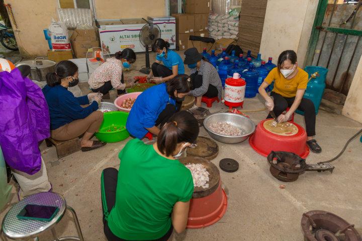 Công ty Altai phối hợp với tình nguyện viên ở Bắc Giang.
