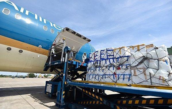 Vận chuyển hàng hóa hải sản bằng đường hàng không cũng gặp nhiều khó khăn.