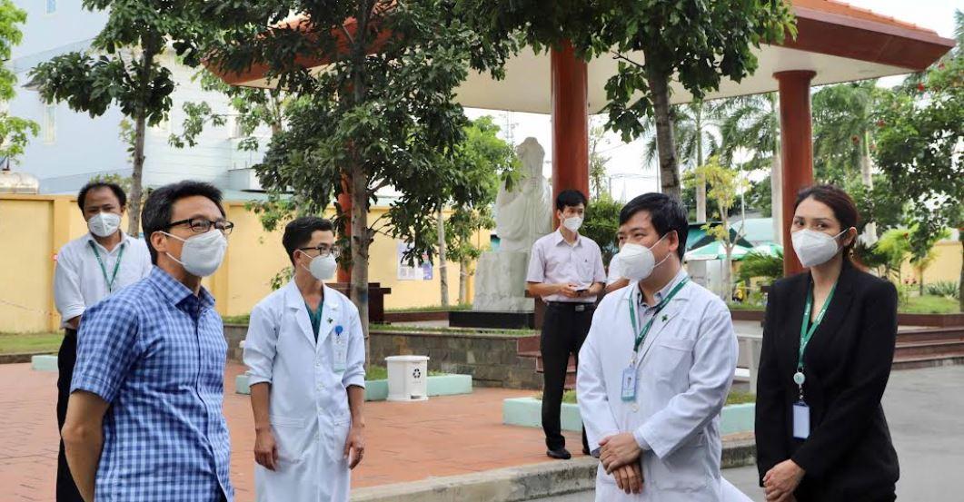 Phó Thủ Tướng Chính phủ Vũ Đức Đam đã có buổi làm việc với Bệnh Viện Đa Khoa Quốc Tế Hoàn Mỹ Thủ Đức nhằm chỉ đạo và hướng dẫn bệnh viện trong công tác chuyển đổi công năng thành Trung tâm Điều trị COVID-19.